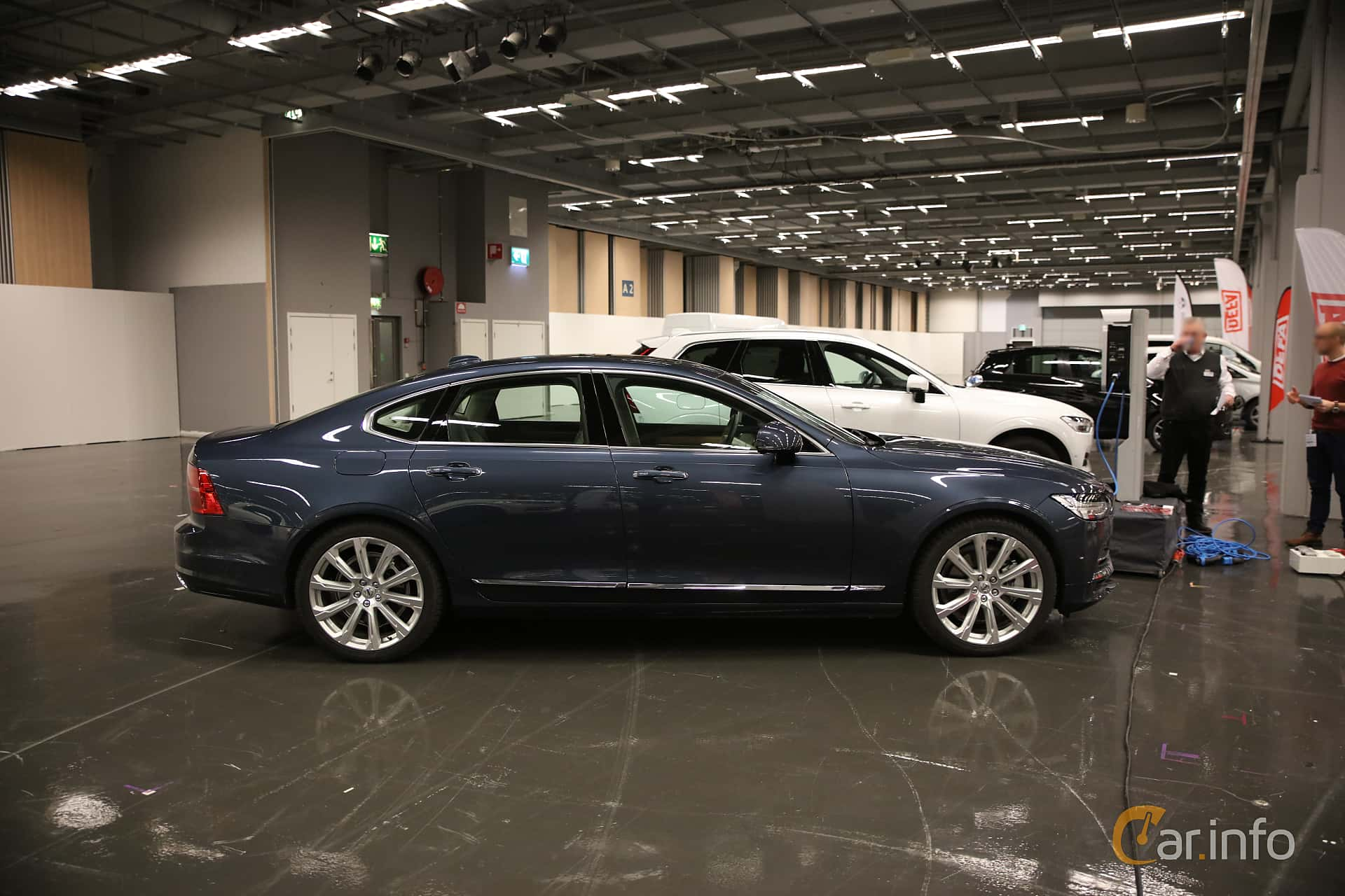 Side  of Volvo S90 T8 AWD Geartronic, 407ps, 2018 at eCar Expo Göteborg 2018
