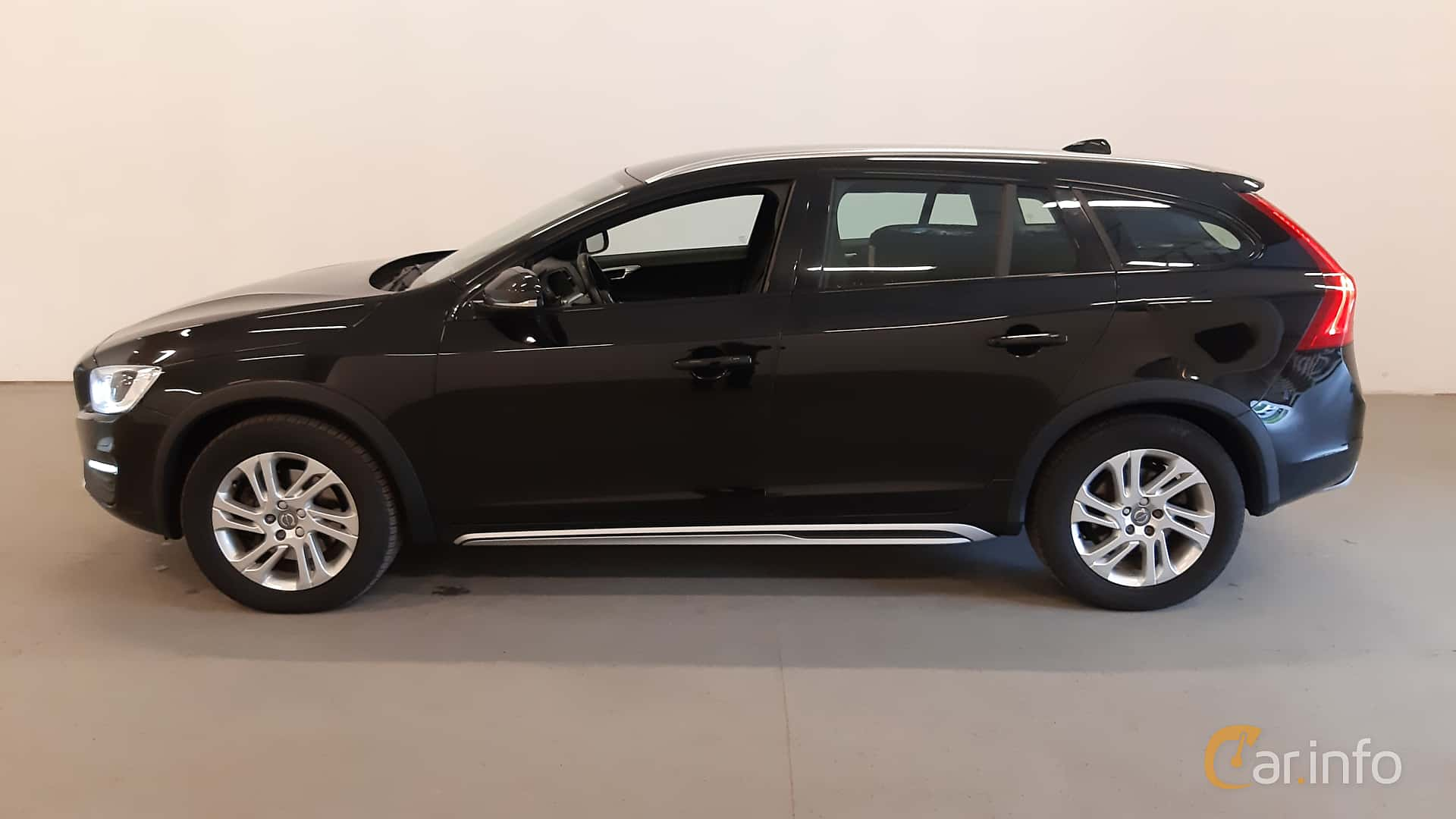 ocu419  volvo v60 cross country d4 awd geartronic 190hp