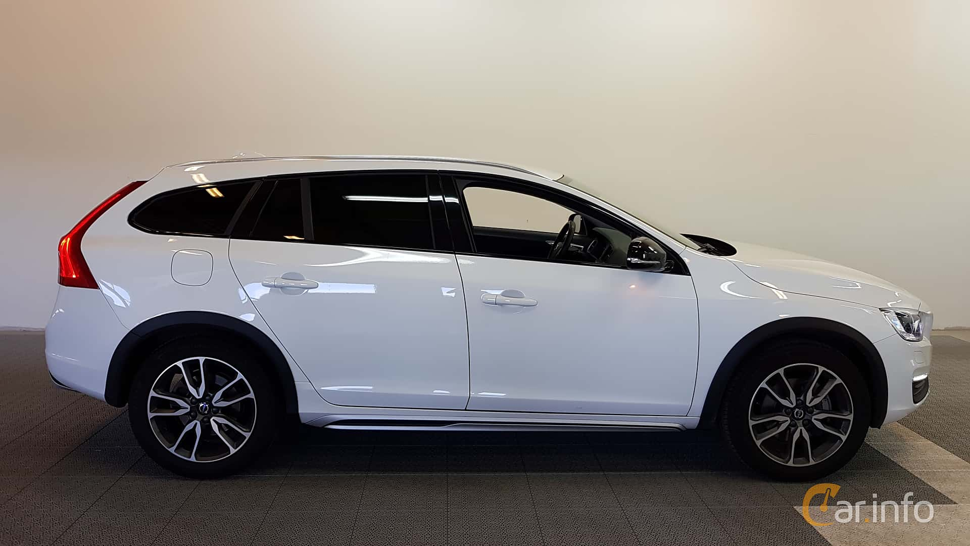 volvo v60 cross country 2 4 d4 awd geartronic 190hp 2017. Black Bedroom Furniture Sets. Home Design Ideas