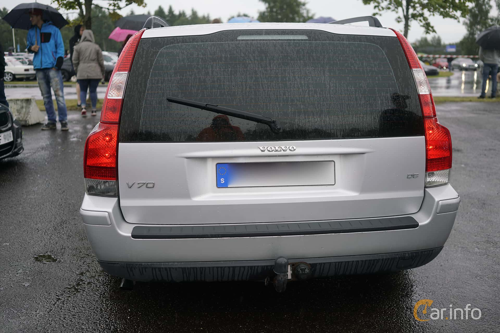 2 images of Volvo V70 D5 Manual, 163hp, 2005 by marcusliedholm