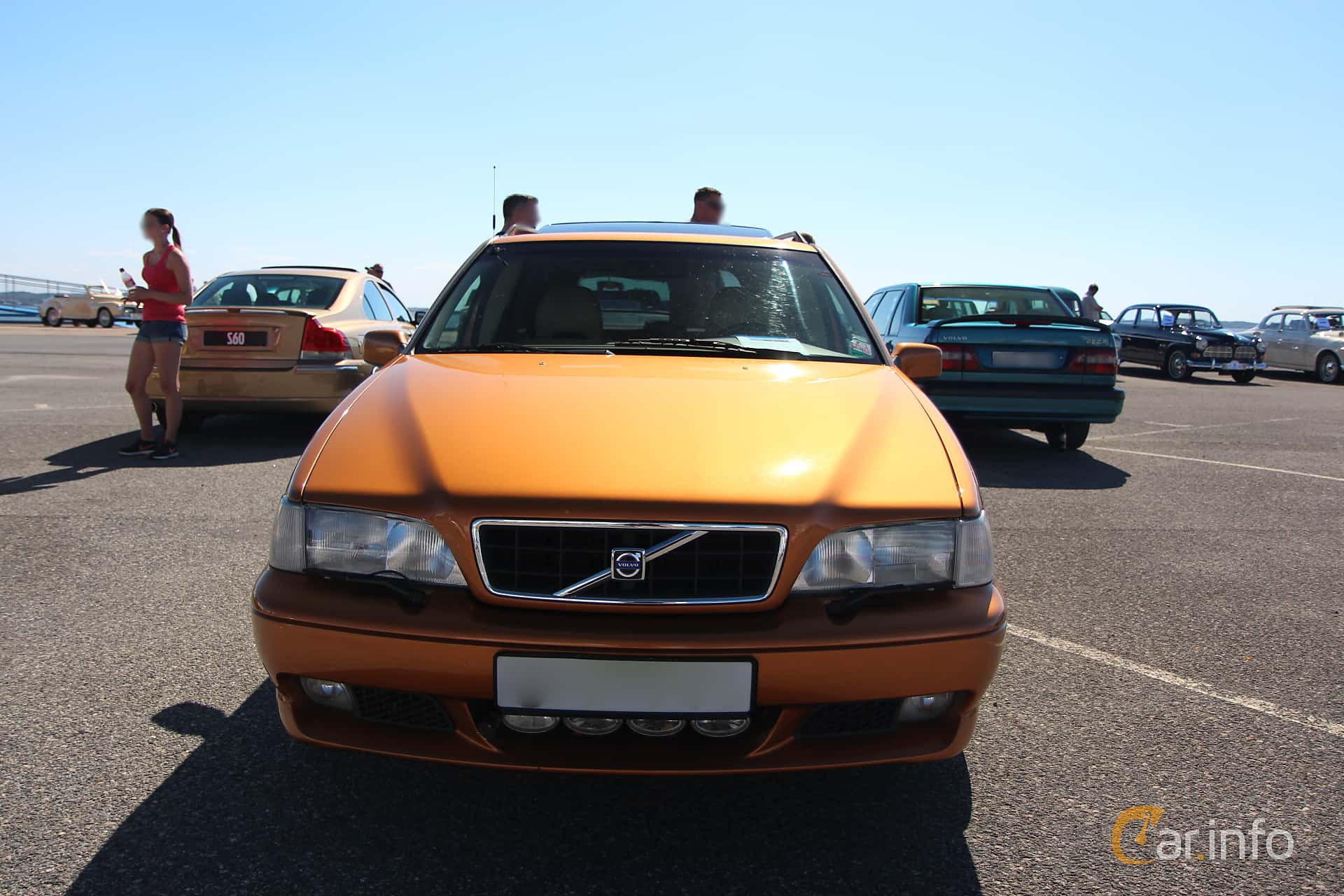 Front of Volvo V70 2.3 R AWD Manual, 250ps, 1998 at Vrom - Volvo