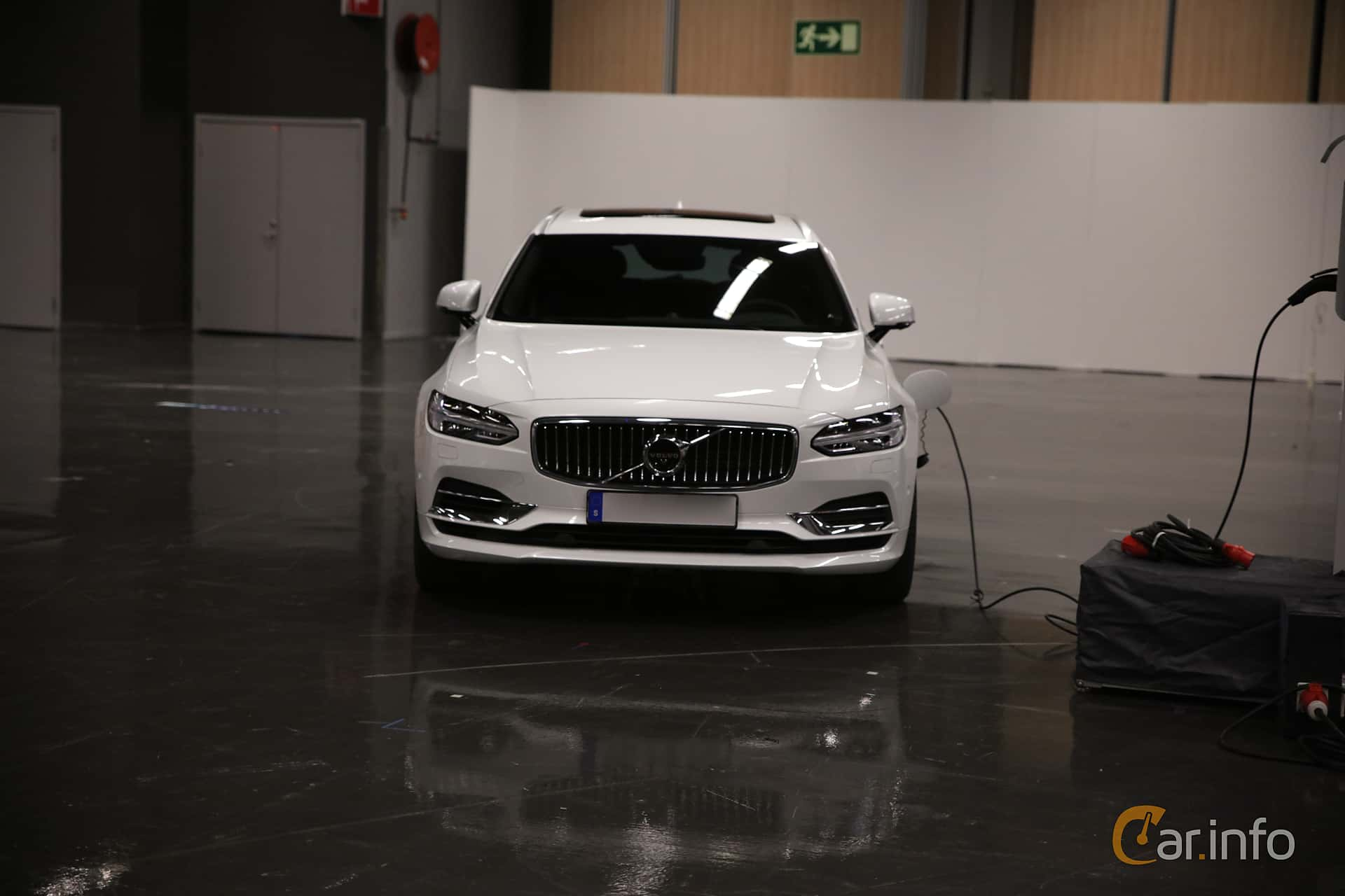 Front  of Volvo V90 T8 AWD Geartronic, 407ps, 2019 at eCar Expo Göteborg 2018