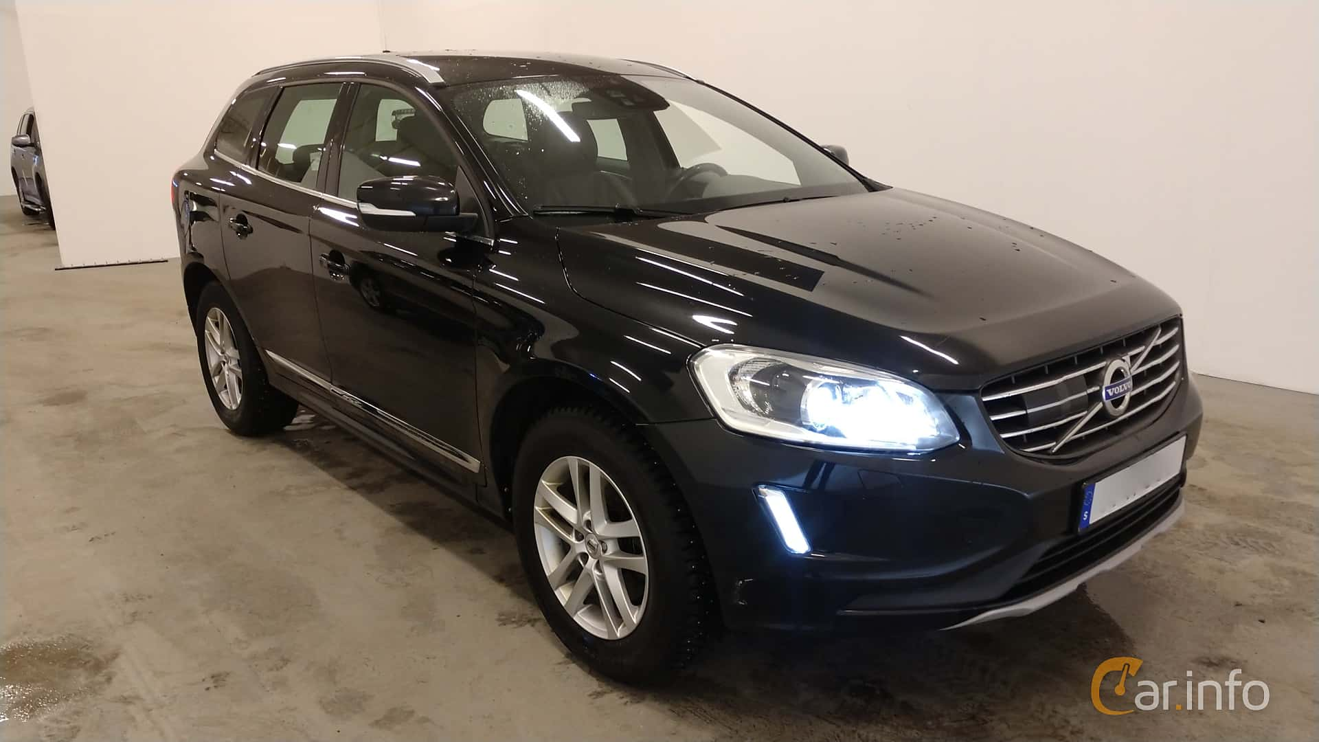 Front/Side  of Volvo XC60 D4 AWD Geartronic, 190ps, 2017