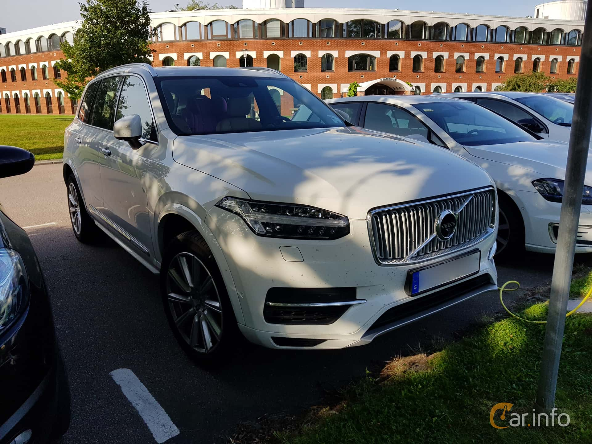 Front/Side  of Volvo XC90 2.0 T8 AWD Geartronic, 407ps, 2016