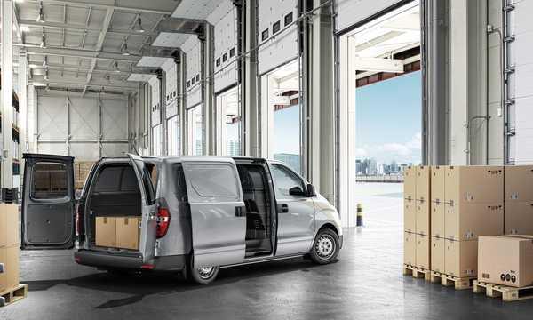 Back/Side of Hyundai H-1 Cargo 2015