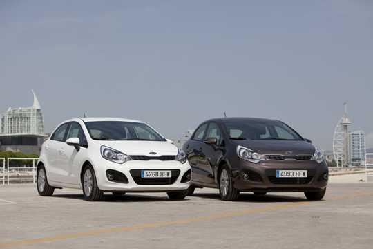 Front/Side  of Kia Rio 5-door 2012