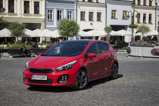 Front/Side  of Kia cee'd 2014