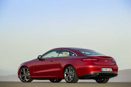 Bak/Sida av Mercedes-Benz E-Klass Coupé 2018