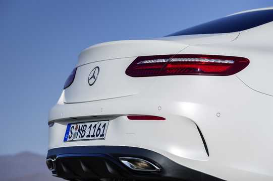 Närbild av Mercedes-Benz E-Klass Coupé 2018