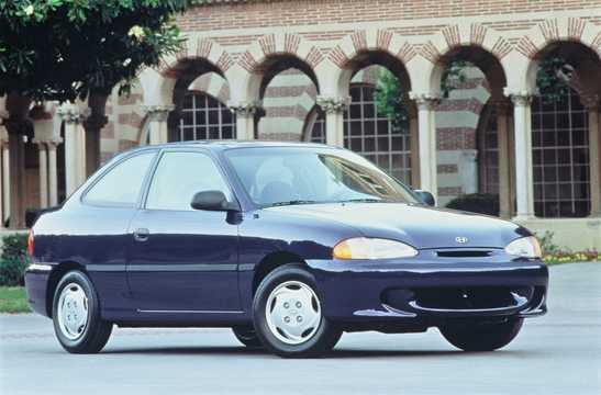 Front/Side  of Hyundai Accent 3-door 1996