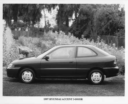 Side  of Hyundai Accent 3-door 1997