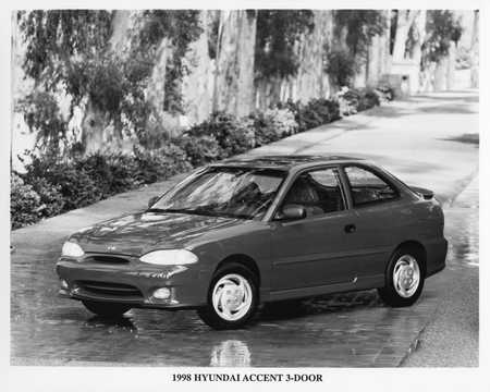 Front/Side  of Hyundai Accent 3-door 1998