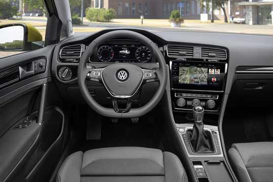 Interior of Volkswagen Golf 5-door 2017
