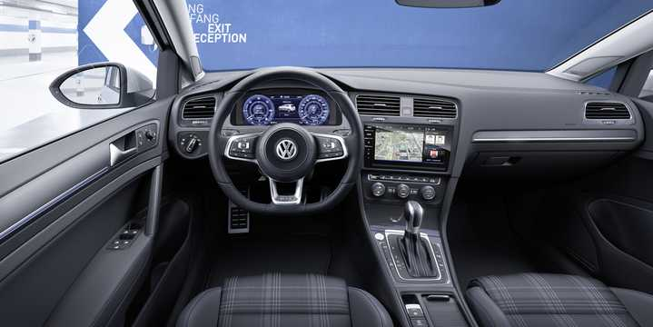 Interior of Volkswagen Golf GTE 1.4 TSI DSG Sequential, 204hp, 2017