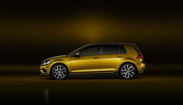 Side  of Volkswagen Golf 5-door 2017