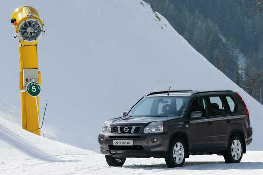 Front/Side  of Nissan X-Trail 2007