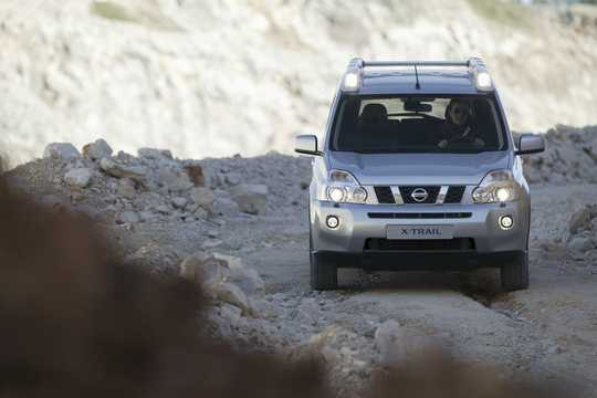 Front  of Nissan X-Trail 2.0 dCi 4x4 Automatic, 150hp, 2007