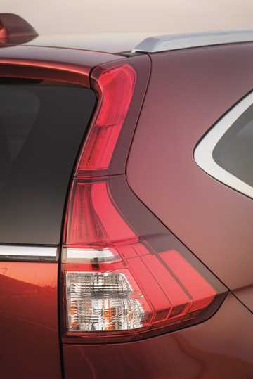 Close-up of Honda CR-V 1.6 i-DTEC Manual, 6-speed, 120hp, 88kW, 2015