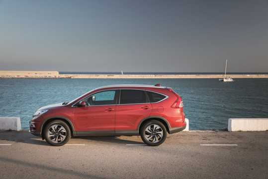 Side  of Honda CR-V 1.6 i-DTEC Manual, 6-speed, 120hp, 88kW, 2015