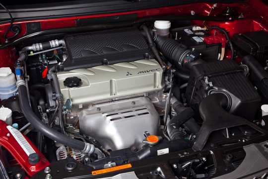 Motorutrymme av Mitsubishi Galant 2010