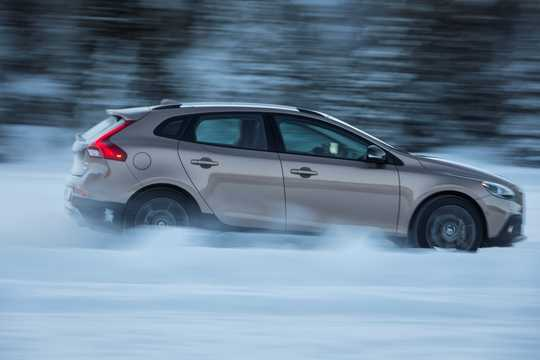 Side  of Volvo V40 Cross Country 2.5 T5 AWD Geartronic, 254hp, 2014