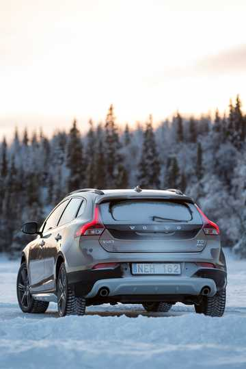 Back/Side of Volvo V40 Cross Country 2.5 T5 AWD Geartronic, 254hp, 2014