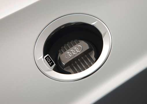 Närbild av Audi e-tron Spyder 3.0 TDI V6 quattro S Tronic, 7 växlar, 475hk, 349kW, 2010