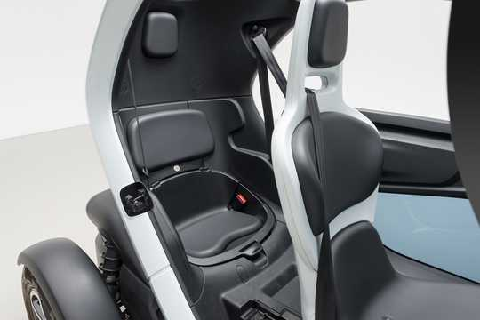 Interior of Nissan New Mobility 6.1 kWh Single Speed, 17hp, 2016
