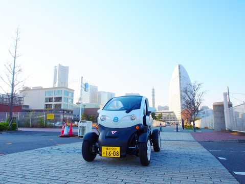 Front/Side  of Nissan New Mobility 6.1 kWh Single Speed, 17hp, 2016