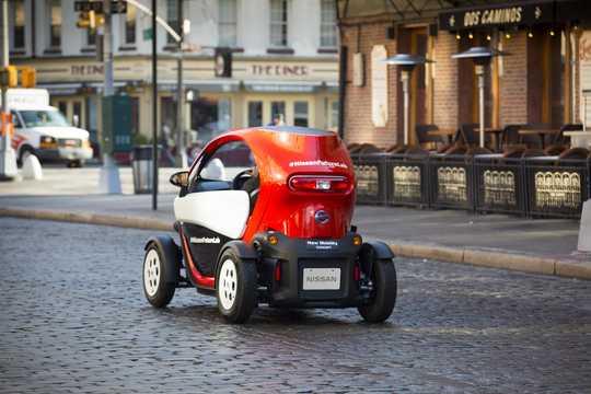 Bak/Sida av Nissan New Mobility 6.1 kWh Single Speed, 17hk, 13kW, 2016