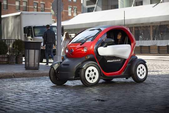 Fram/Sida av Nissan New Mobility 6.1 kWh Single Speed, 17hk, 13kW, 2016
