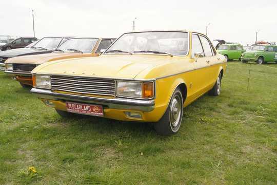Fram/Sida av Ford Granada 4-door Sedan 2.3 V6 Automatisk, 108hk, 1972
