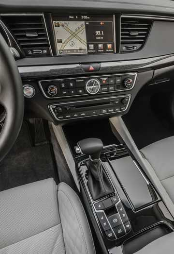 Interior of Kia Cadenza 2017