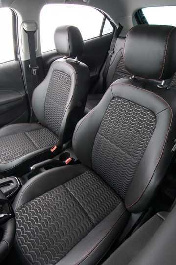 Interior of Chevrolet Onix 1.4 E85 Automatic, 106hp, 2017