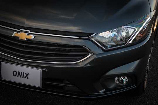 Close-up of Chevrolet Onix 1.4 E85 Automatic, 106hp, 2017