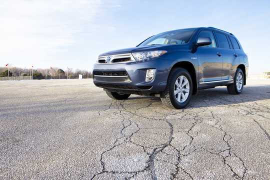Front/Side  of Toyota Highlander 3.5 V6 Hybrid AWD Automatic, 248hp, 2011