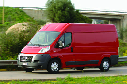 Front/Side  of Fiat Ducato 3-door Van 2007