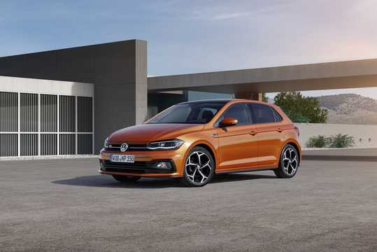 Front/Side  of Volkswagen Polo 5-door 2018