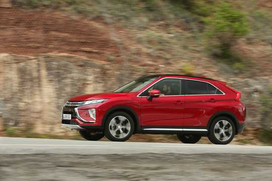 Front/Side  of Mitsubishi Eclipse Cross 1.5 T-MIVEC ClearTec 4WD CVT, 163hp, 2018