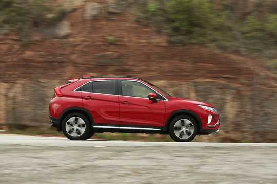 Side  of Mitsubishi Eclipse Cross 1.5 T-MIVEC ClearTec 4WD CVT, 163hp, 2018