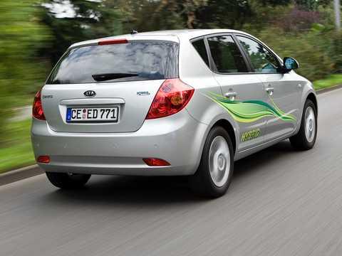 Back/Side of Kia Cee'd Hybrid 1.6 GDi CVT, 141hp, 2008