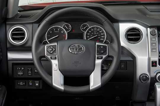 Interiör av Toyota Tundra CrewMax 2013