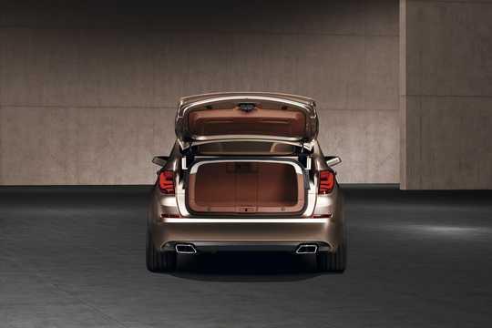 Bak av BMW 5 Series Gran Turismo Concept Concept, 2009