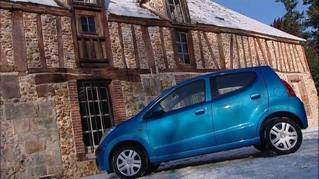 Side  of Nissan Pixo 1.0 68hp, 2009