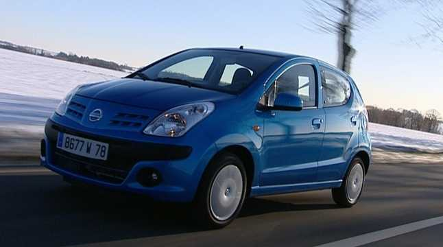 Front/Side  of Nissan Pixo 1.0 68hp, 2009