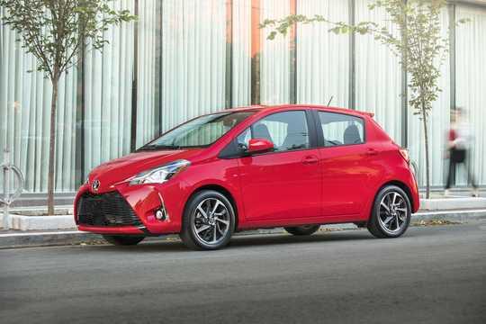 Fram/Sida av Toyota Yaris 5-dörrar 2018