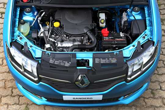 Engine compartment  of Renault Sandero 2013