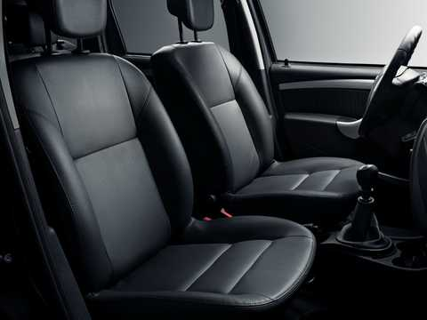 Interior of Nissan Terrano 5-door 2013