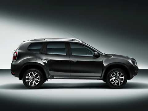 Side  of Nissan Terrano 5-door 2013
