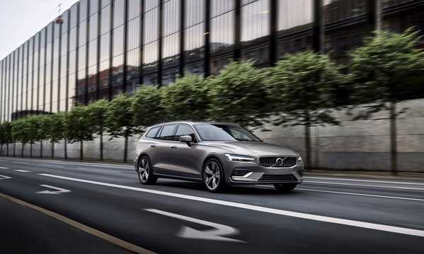 Front/Side  of Volvo V60 2.0 T8 AWD Geartronic, 303hp, 2019